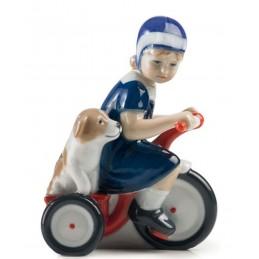 Royal Copenhagen Statuina Elsa con Triciclo 5021005